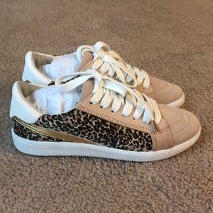 Dolce Vita Nino Leopard Calf Hair Sneakers Size 6